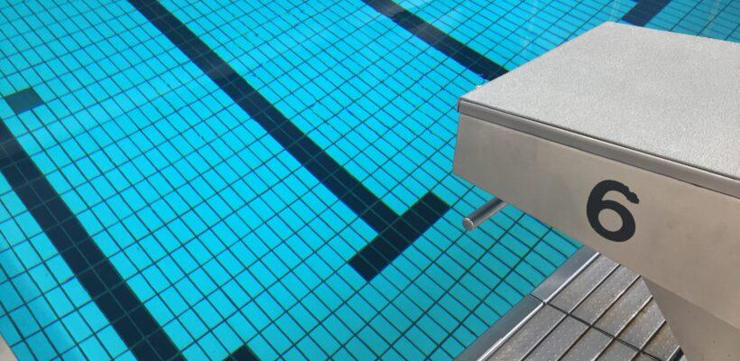 Hel og delvis lukning af svømmehal i oktober måned